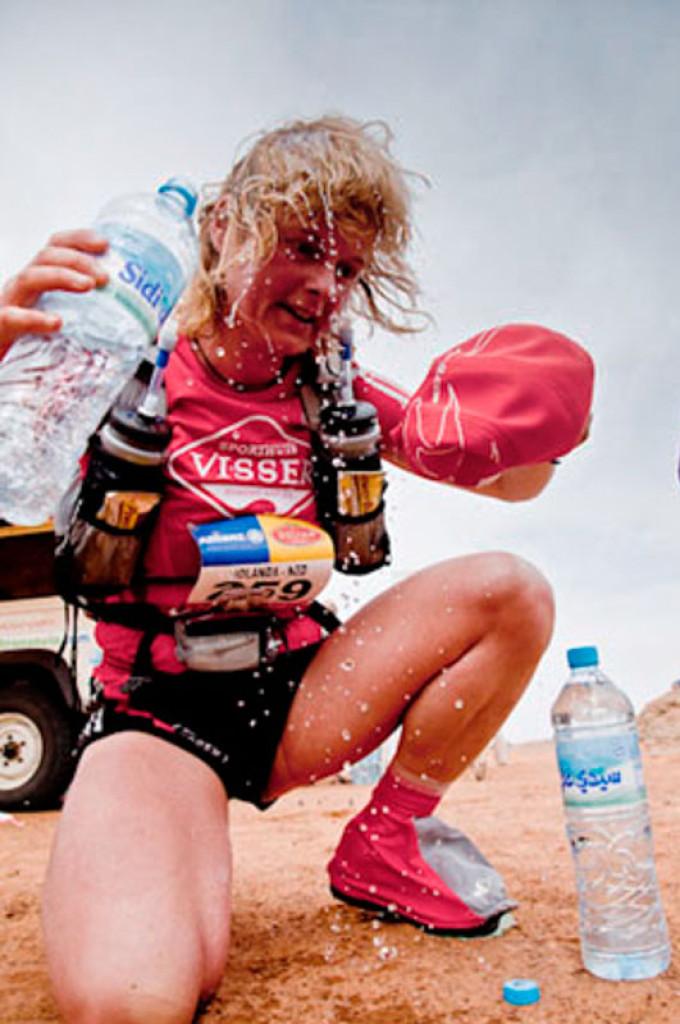 MDS 2011 – Dag 6 – 42 km: een marathon bij 51 gr C!